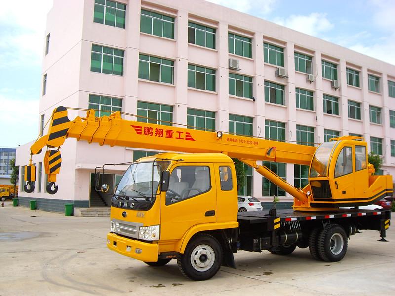 起重工程机械-长沙8吨汽车吊(东方红底盘)