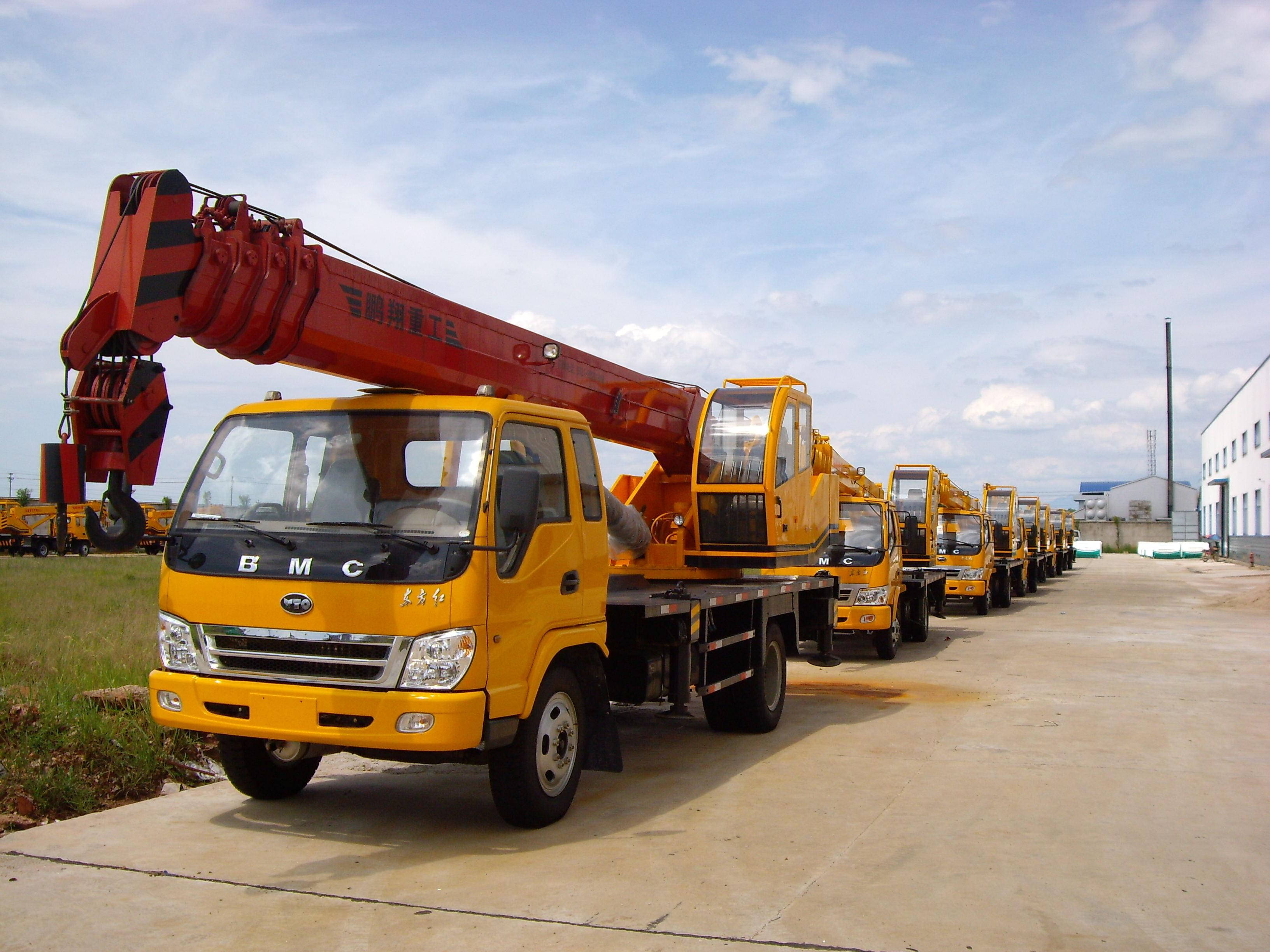 长沙12吨汽车吊(东方红底盘)-起重工程机械车